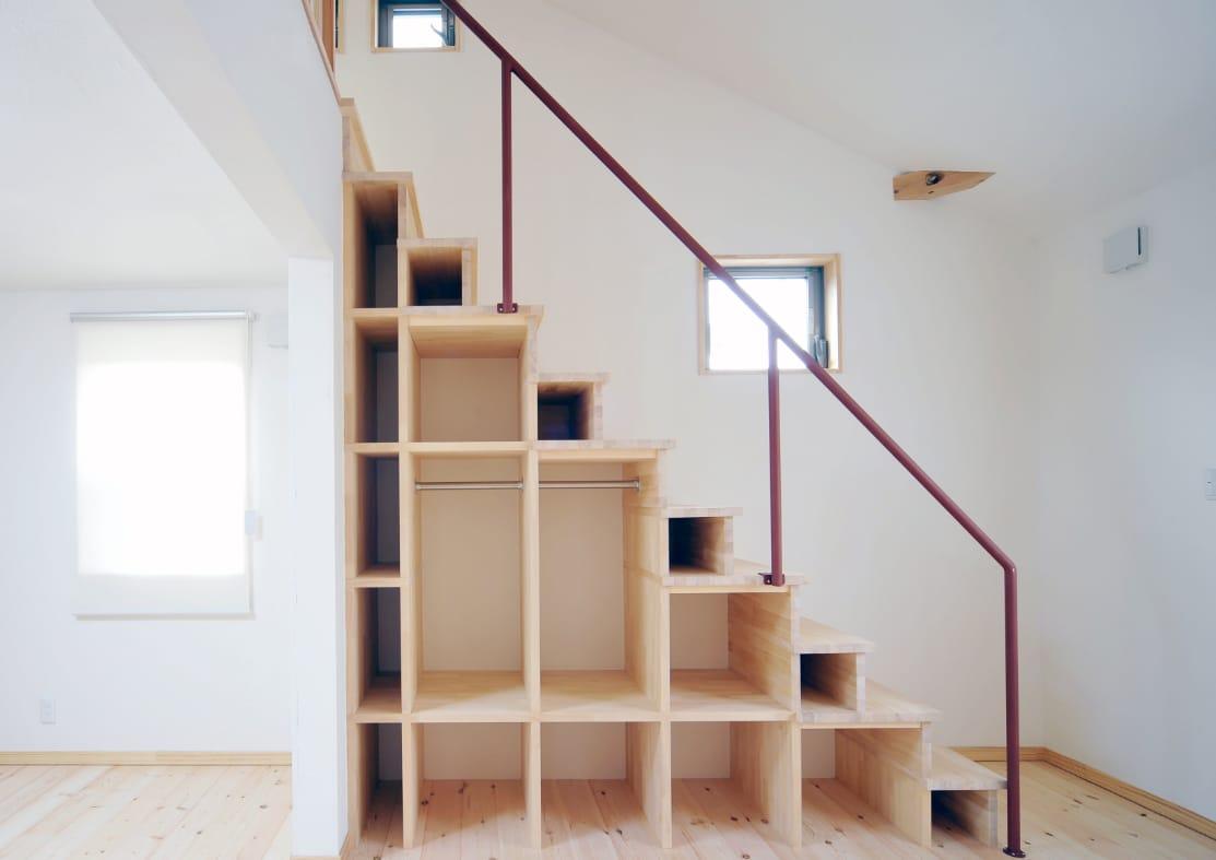 Boekenkast op maat onder de trap