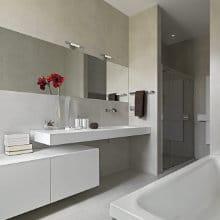 brede kast badkamer